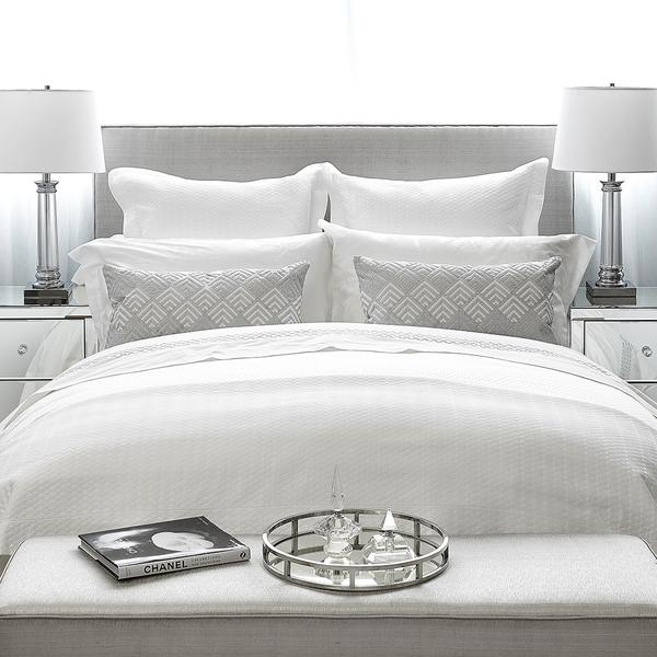 Classic white bedding with the correct duvet size.
